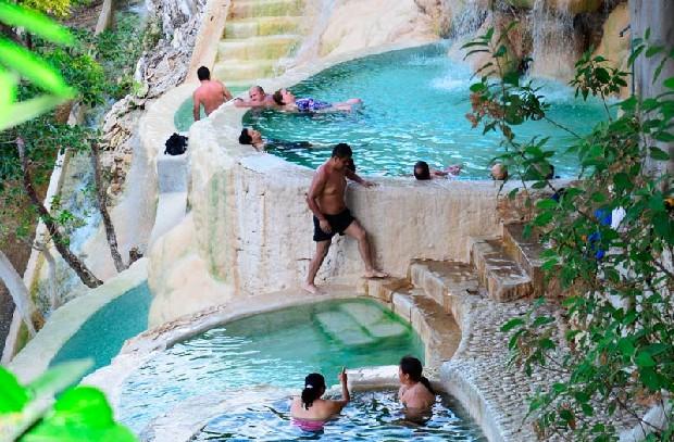 Gala travel destinations promueve viaje a las grutas de for Hoteles con piscinas naturales